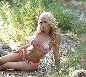Shannyn teases in her sexy bikini 7