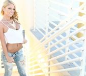 Shannyn strips and teases on a Vegas rooftop 3