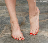 Mona Wales Loves Her Feet Worshipped 4
