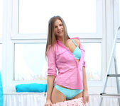 Sarah Kay gets naked and fingers herself 5