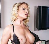 Blonde slut Daisy Monroe toys her wet pussy 4