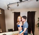 Photographer fucks hot MIlf Sarah Jessie 11