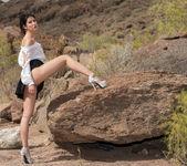 Peeing On The Rocks - Lady Dee - Watch4Beauty 3