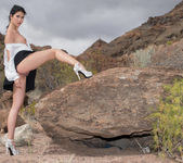 Peeing On The Rocks - Lady Dee - Watch4Beauty 5