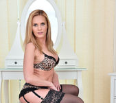 Lili Peterson - Mature Toy Masturbation 5