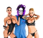 Big dick Skullman bangs 2 hot chicks - Sarah Jessie 13