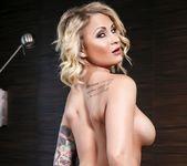 Daisy Monroe has a sexy solo session 12