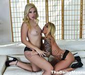 Daisy & Samantha Fuck - Daisy Monroe 5