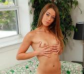 Kirsten Lee strips her jeans 26