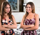 Riley Reid, Melissa Moore - Twinning 2: Part Two - Girlsway 2
