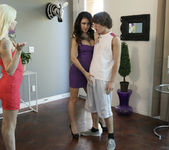 Jessica Jaymes, Elsa Jean - Pay Attention - Moms Teach Sex 2