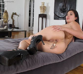 London Keyes - InTheCrack 11
