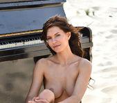 Play Me - Susi R. - Femjoy 10