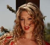 Lexi Lowe - Viv Thomas 3