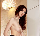 Kattie Gold - Juicy Pearl - Holly Randall 8