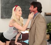 Elsa Jean - Cheating Has Its Consequences! - Reality Junkies 2