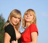 Kira E, Lenda - Presenting Lenda & Kira E 1 - Erotic Beauty 2