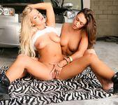 Cameron Dee, Olivia Wilder - Hard Working Lesbians 9