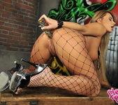 Dorothy Black - Flexy Pussy 17