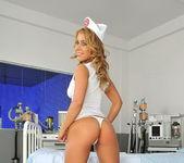 Nikky Thorne - Flexy Pussy 2