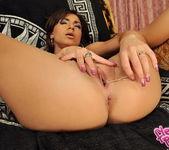 Rihana Brown - Flexy Pussy 18