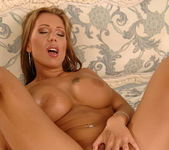 Candy Strong - Flexy Pussy 17
