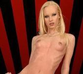 Gitta Blond - Flexy Pussy 4