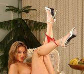 Caroline Cage - Flexy Pussy 4