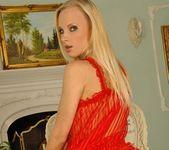 Gitta Blond - Footsie Babes 8