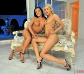 Bonita & Brandy Smile Eating Pussy - Lezbo Honeys 20