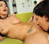 Carmen Rose, Raffaella 5