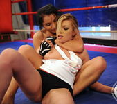 Lucy Belle, Donna Bell 8