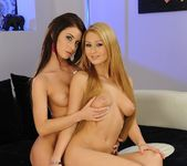 Antonya & Ariella Licking Pussy 20