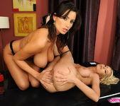 Alexa Weix & Janelle Eating Pussy 10