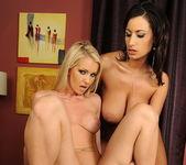Alexa Weix & Janelle Eating Pussy 19