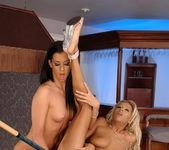 Black Diamond & Larissa Dee Licking Pussy 13