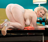 Goldie Ray - Champagne Dame - Leg Sex 13