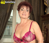 Jessica Hot - The Busty Divorcee Is Hot - 40 Something Mag 15