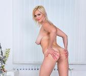 Kirsten Klark - Hot Mom - Anilos 9
