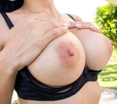 MilfVR - Too Hot to Handle - Tia Cyrus 4