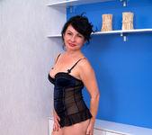 Helen He - Pinup Girl - Anilos 2
