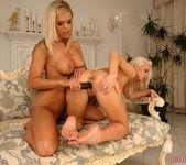 Horny Lesbians Wivien & Sun - Lezbo Honeys 14