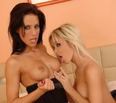 Lesbian Sex with Sandra Kalermen & Zoe - Lezbo Honeys 3
