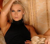 Mary Jane & Karolina Lez Action - Lezbo Honeys 7
