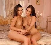 Hope & Angie Knight Eating Pussy - Lezbo Honeys 20