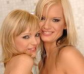 Dirty Lesbians Bianca Golden & Joyce - Lezbo Honeys 20