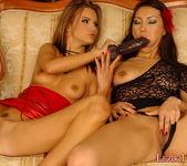 Dirty Lesbians Suzie Carina & Agnes - Lezbo Honeys 10