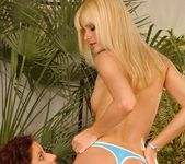 Sophie Paris & Leanna Sweet Lez Action - Lezbo Honeys 5