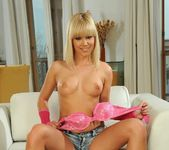 Tracy Gold - Magic Blondes 3