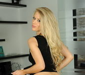 Michelle Moist - Magic Blondes 2